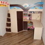 Детская кровать-чердак с рабочей зоной, угловым шкафом, тумбой и лестницей-комодом кл27 Merabel