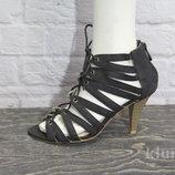 Классные босоножки Kiabi, 36 со шнуровкой