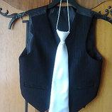 Продам белый атласный школьный галстук для мальчиков