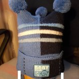 Зимняя шапка на мальчика и рукавички.
