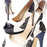 Туфли белые, натуральный белый лак и темно-синий лак элегантные, удобная колодка.