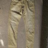 Стильные джинсы цвета койот с фирменной выбеленностью Pull and Bear.