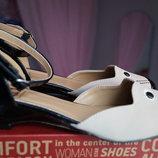 Нарядные туфли для девочки новые размер 33, 34,35