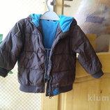 Тепленькая фирменная курточка с капюшоном на 1-2 года