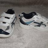 Белые кроссовки F&F с серыми вставками. Размер 27.
