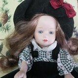 Милая фарфоровая кукла куколка лялька