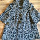 Пальто укороченное , рукав 3/4 , размер 42-44,свободного кроя. Состояние отличное.