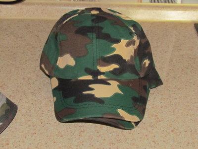 Бейсболка камуфляжная и шляпа.