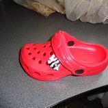 кроксы красного цвета