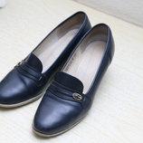 Кожаные синие туфли на танкетке