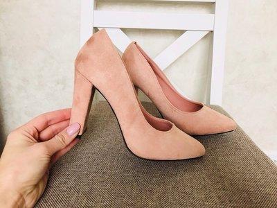 Женские замшевие туфли на устойчивом каблуке бежевий,красний