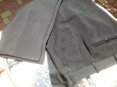 мужские брюки.черного цвета.длина по боковому шву-112см. по внутреннему шву-78 см. талия-46 см. шир