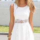 Белоснежное летнее платье с кружевом