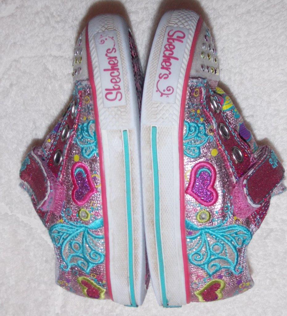 Светящиеся блестящие кеды-кроссовки Skechers на девочку - 24 размера, 15 см  стелька  220 грн - спортивная обувь skechers в Киеве, объявление №10200931  ... a3331a41567