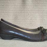 Изысканные туфли -лодочки с декоративными пряжками. Nine West. Сша.