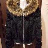 Шубка-Куртка--С мехом енота на капюшоне