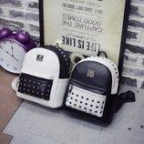 Стильный городской рюкзак с заклепками