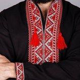 Мужская вышитая сорочка вышиванка на черном льне красный орнамент