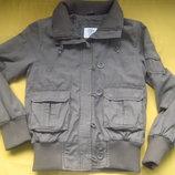Фирменная курточка на плотном утеплителе,отличное состояние