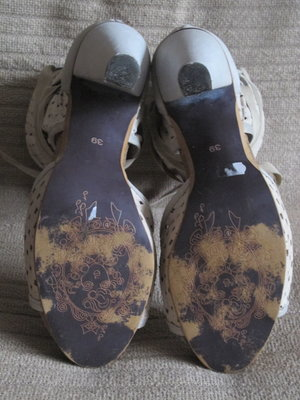Шикарные кожаные босоножки из комбинированной натуральной кожи Dkode ... dc6e2d72481