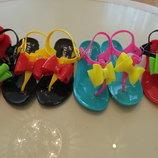 Яркие силиконовые босоножки - вьетнамки