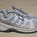 Фирменные серые комбинированные кроссовки The North Face. Сша. 38 р.