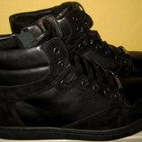 Продам ботинки Carlo Pazolini,раз 45 ,натуральная кожа снаружи ,натуральная кожа внутри,сбоку змейка