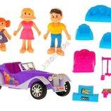 Кукольный дом с мебелью, автомобилем и 3-мя куклами.