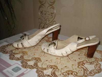Фирменные кожаные босоножки , размер 36,5-37