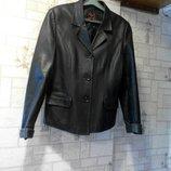 Кожаный пиджак. Черного цвета.