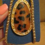 Эффектная подвеска под золото с леопардовым кулоном в стразы.