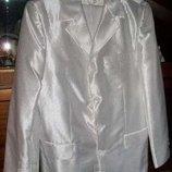 Белый мужской костюм. Фирмы Enfor Турция . Размер 46-48. На рост 1,75-1,82.