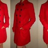 Пальто красное 10 38 р.
