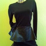 Маленькое черное платье кожаная баска трикотаж S-М
