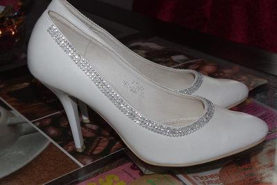 шикарные белые туфли