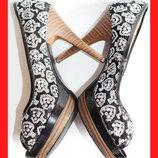 Туфли на танкетке с пайетками размер 37 черно-белые