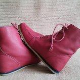 Изумительные легкие кожаные сапожки малинового цвета Flip Flop. Сша. 36 р.