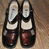 Туфли коричневые полностью кожаные лаковая , размер 34 21см