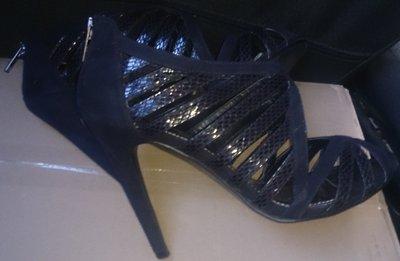 стильні чорні босоніжки Dorothy Perkins р39