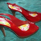 Лаковые красные босоножки открытый носок, каблук, бренд Deliciuos, Сша