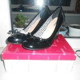 Туфли черного цвета лакированные новые р.38