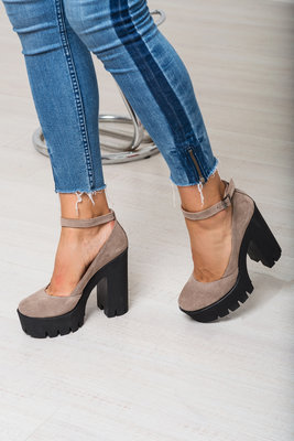 Туфли с ремешком из натуральной замши на тракторной подошве