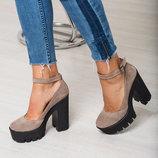 Натуральные туфельки на толстом каблуке с ремешком