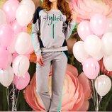 Красочный стильный спортивный костюм 546