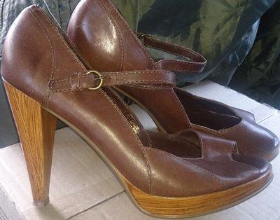 стильні коричневі босоніжки шкіра р39 шкіра Fiore