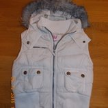 Стильная Белая Желетка р-р128 от 120 до 134 .Теплая как куртка