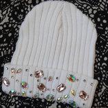 Новая белая шапка со стразами