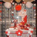 Готовый праздник в бело-красном стиле Бабочки пати единичка, помпоны, гирлянды