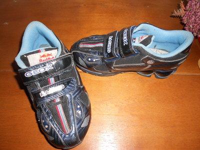 Кроссовки Geox-RACING с мигалками в отличном состоянии,размер 29