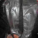 Кожаные,высокие,фирменные стильные зимние сапоги на цигейке,ботфорты